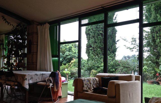 Loft Studio avec grandes fenêtres, cyprès et jardin à Podere Porcino,